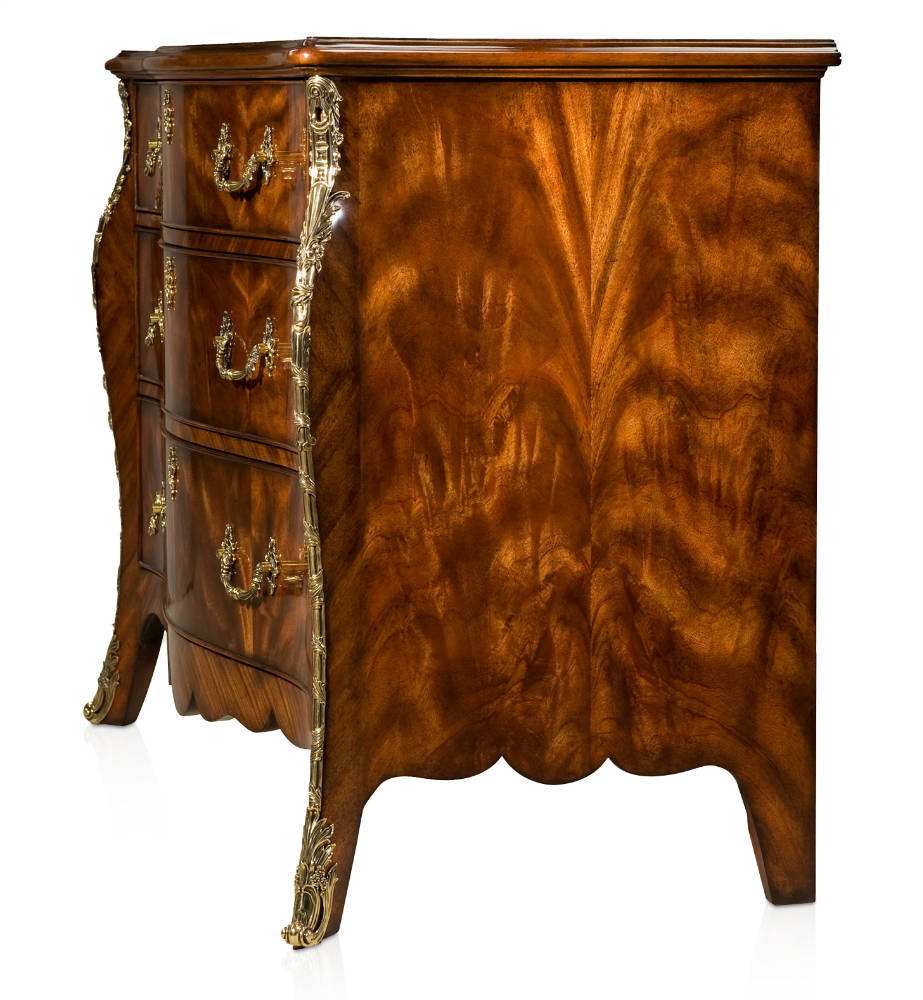 Mahogany serpentine chest of drawers