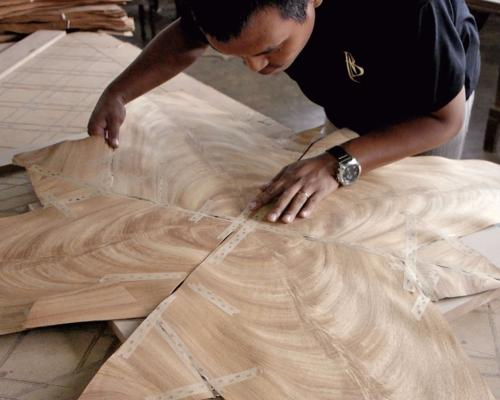 Veneers are hand cut and well matched to create a symmetrical grain pattern on the table top