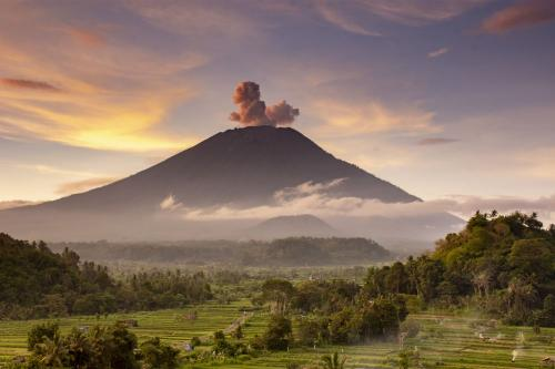 Mount Agung eruption - How it affected Bali and us