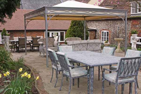 New Displays of Outdoor Furniture in our Nettlebed Gardens