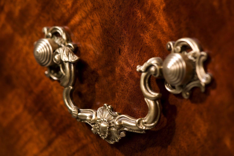 Mahogany serpentine dresser
