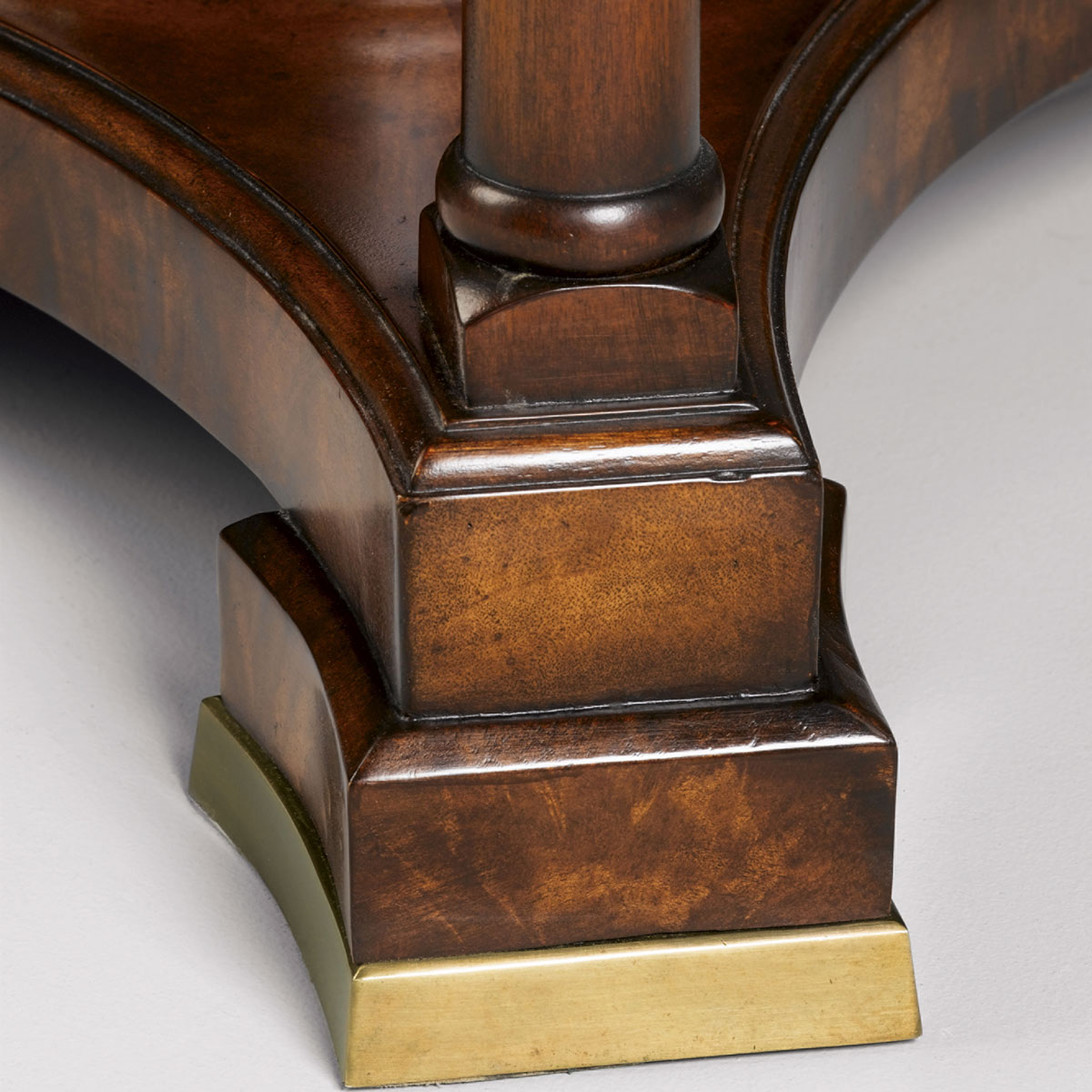 Expanding Jupes table in crotch mahogany - Dia 60 to 84