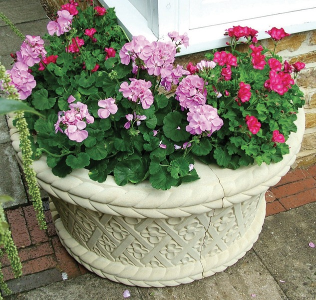 Italian quadrant stone corner planter
