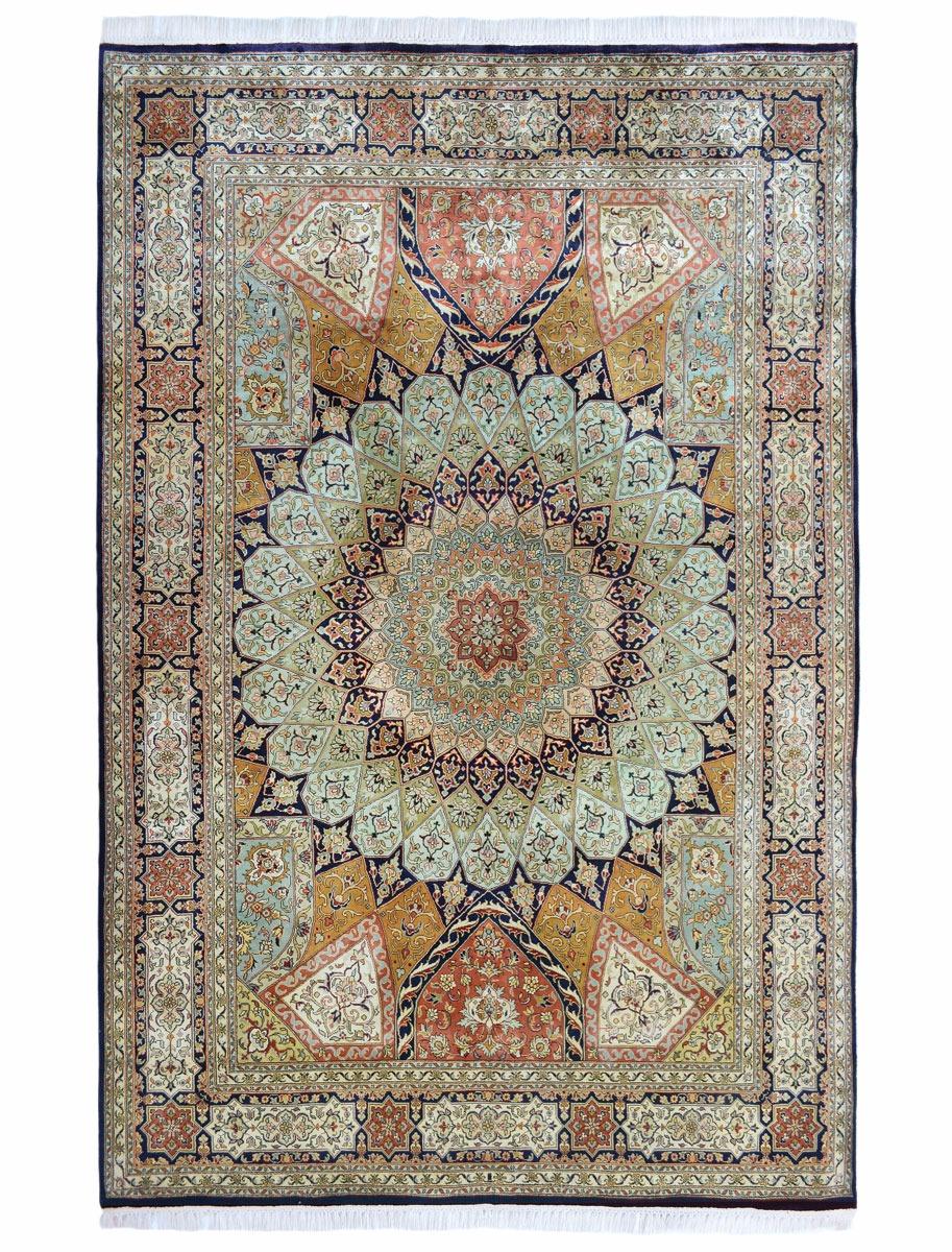 Hand woven silk pile carpet - 171 x 244cm
