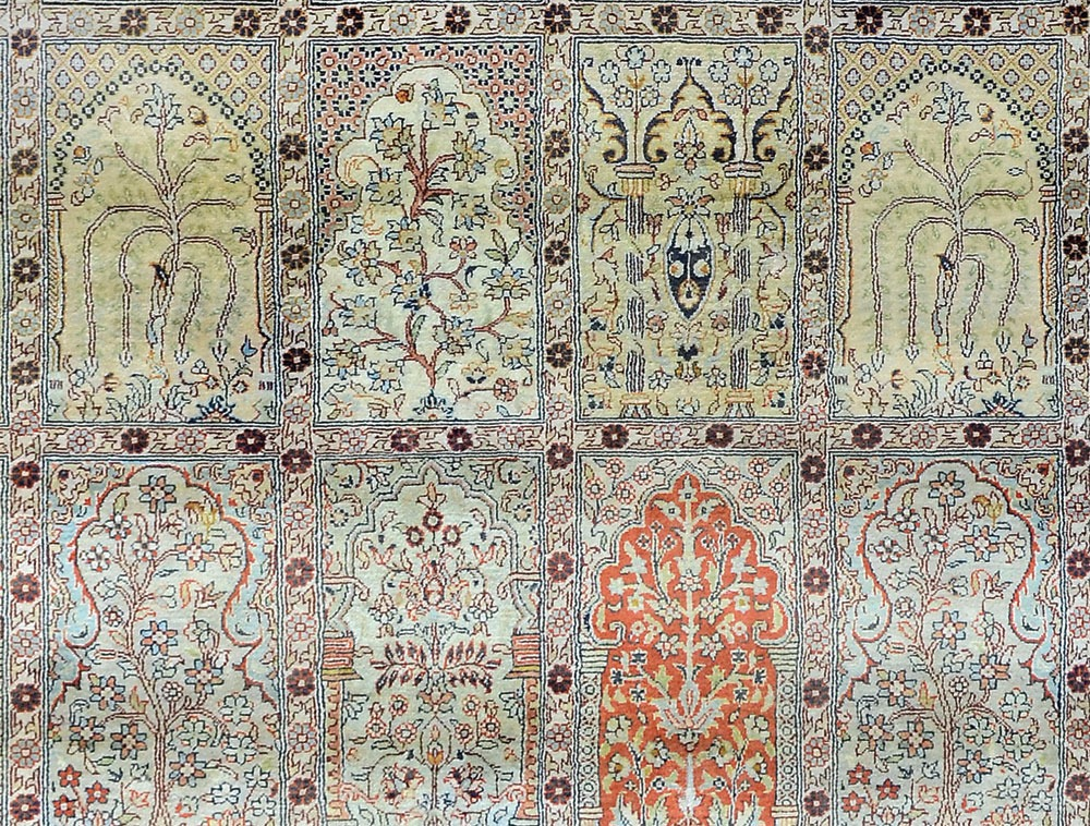 Hand woven silk pile carpet - 152 x 236cm