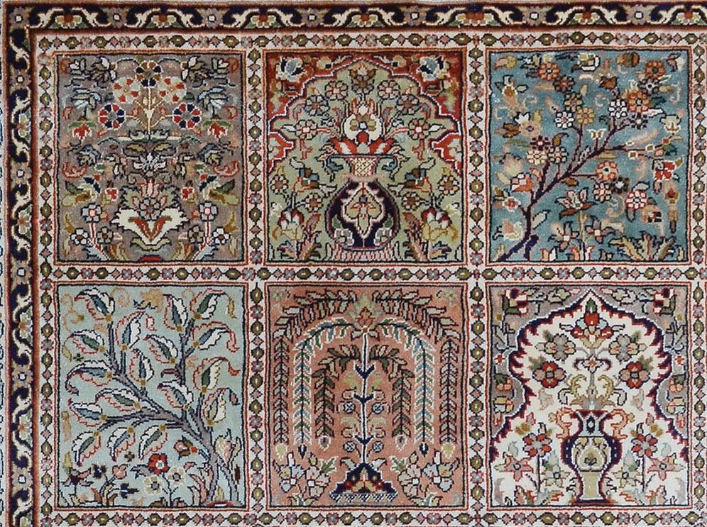 Hand woven silk pile carpet - 122 x 187cm