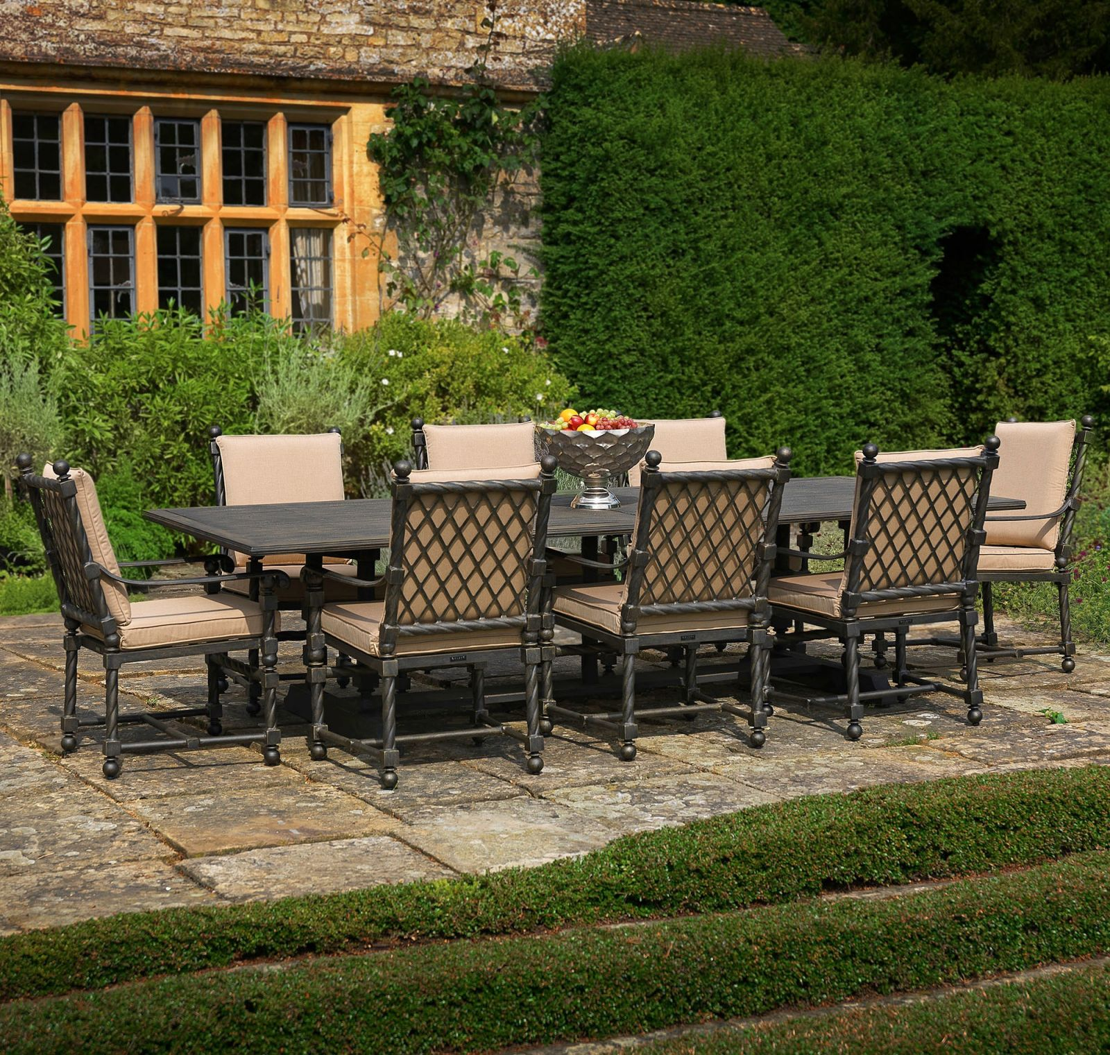 Bretain metal outdoor dining armchair