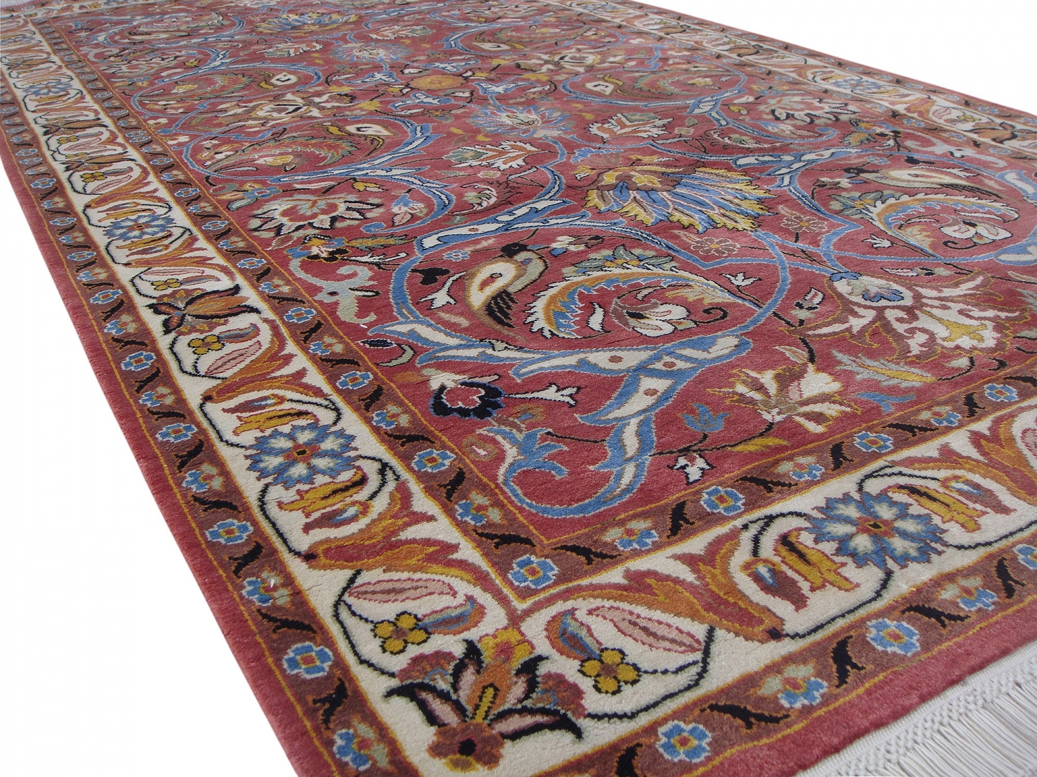 Saruq silk pile carpet