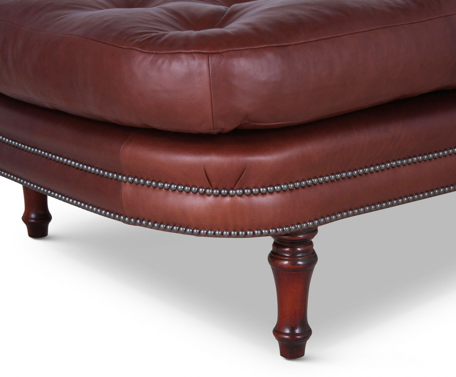 Buttoned leather chaise