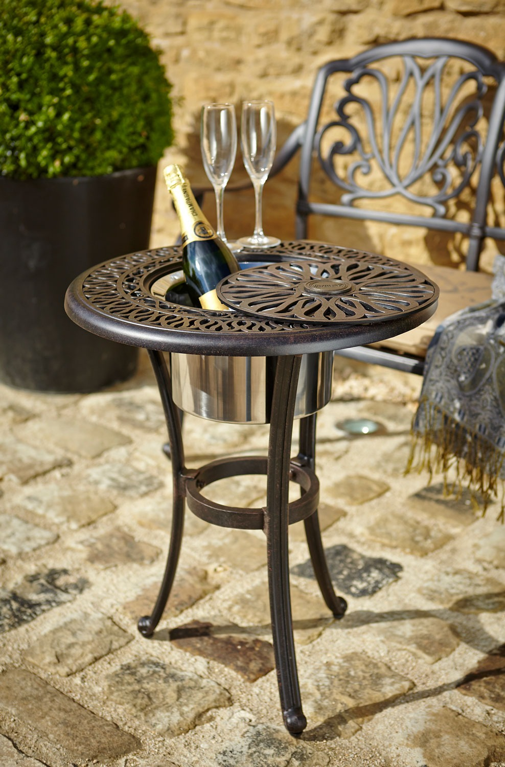 Amalfi ice bucket table