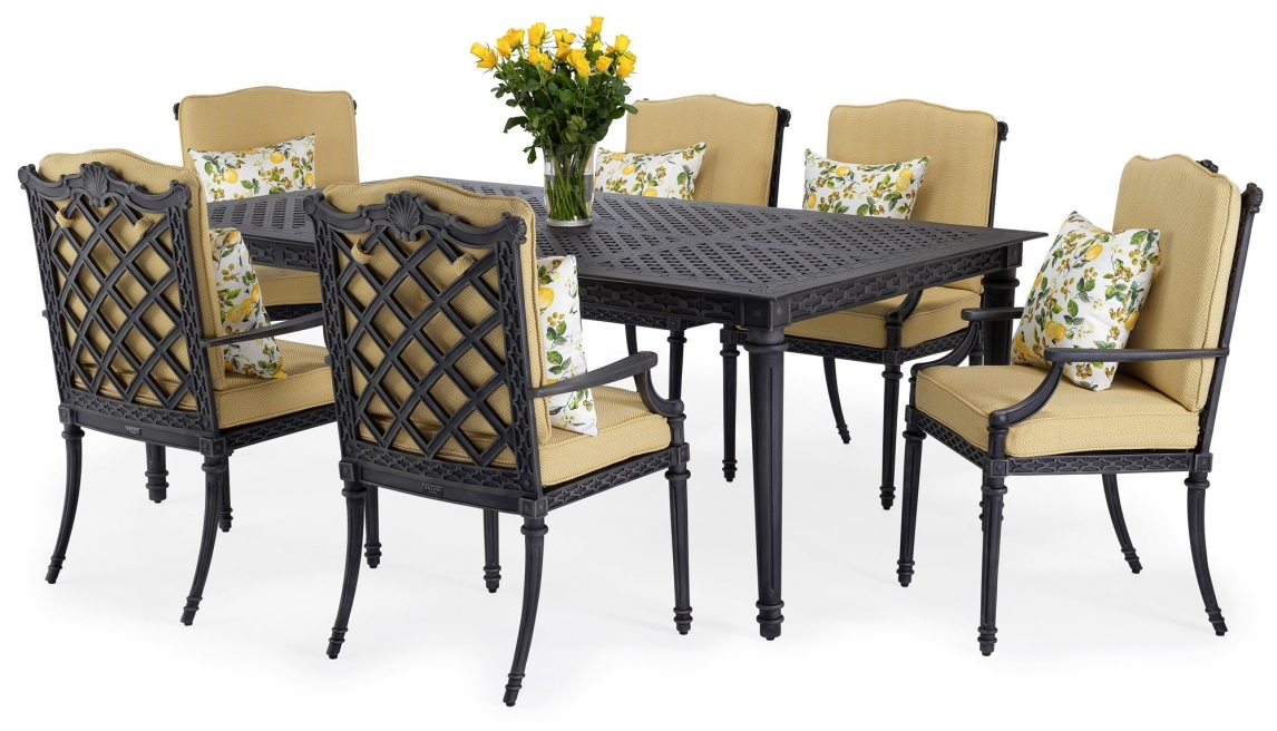 Grande outdoor dining set