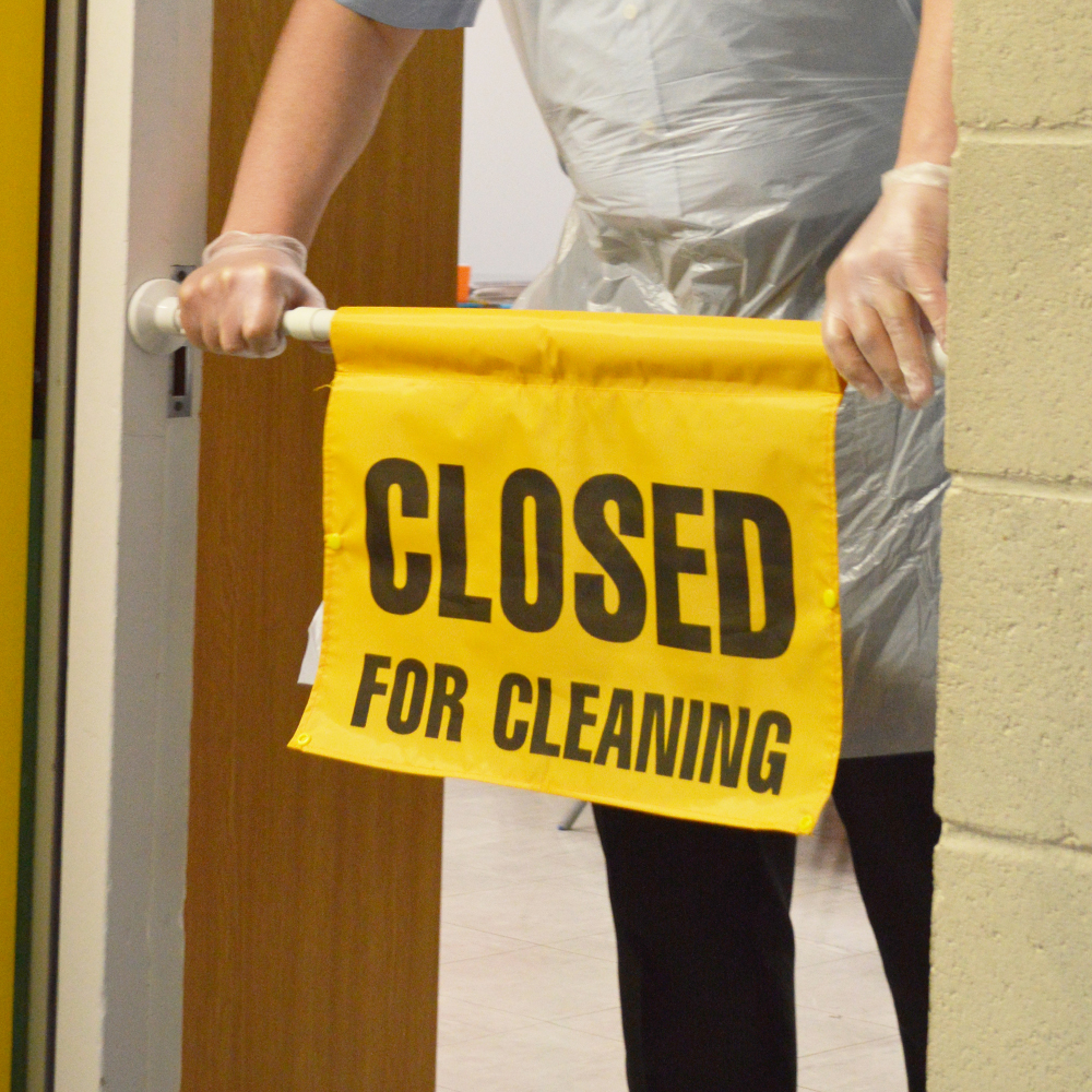 SYR | Hanging Door Fitting Sign - Closed For Cleaning